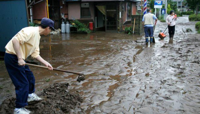 Japoni, 49 të vdekur nga rrëshqitjet e dheut