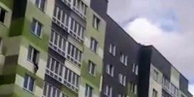 Fqinjët shpëtuan pesëvjeçarin që ra nga kati i shtatë, duke e pritur me batanije (Video)