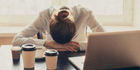 Dy arsye se përse ndiheni gjithmonë të lodhur, pavarësisht se keni fjetur shumë