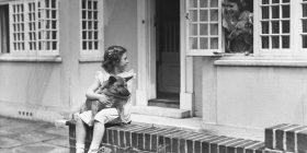 Mbretëresha Elizabetë ishte fëmijë si 'gjithë të tjerët', vetëm se kishte shtëpi të kukullave me përmasa gjigante (Foto)