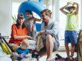 Nëna australiane zbulon sekretin se si duhet palosur rrobat në një valixhe, që janë të dedikuara për katër persona dhe që mund t'i veshin për një javë (Video)