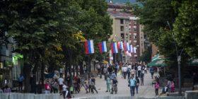 Serbët i mbesin besnik Beogradit, por marrin para edhe nga Prishtina