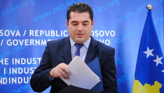 Kthehet në punë Sekretari i MTI-së i suspenduar për ndërhyrje nëpër tender e grante