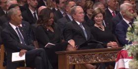 Bush kapet duke i dhënë karamele gruas së Barack Obamas (Video)