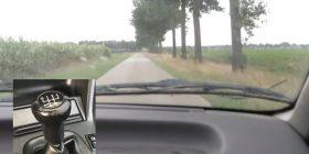"""Shihni se çfarë ndodh me një makinë, kur derisa lëvizni me 100km/h, e vendosni në """"rikuerc"""" (Video)"""