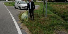 Hodhi qesen me mbeturina nga vetura, kryetari i një komune në Itali ia dërgon në shtëpi (Foto)