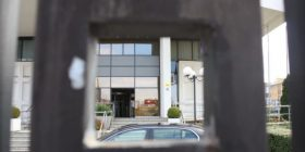 Bankat në Kosovë të rrezikuara nga rastet në rritje të tentim-grabitjeve