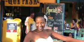 E lodhur me pyetjen se kur do të martohet, studentja 32-vjeçe e Oksfordit martohet me veten (Foto)