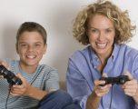 Mosha e pubertetit të djemve varet nga nëna