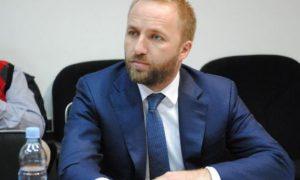 Tahiri: Vuçiq po i strehon të dyshuarit për vrasjen e Ivanoviqit