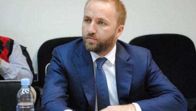 Tahiri: Për 50 ditë qeverisje Kurti tregoi sa i afërt është me Serbinë e sa larg me Shqipërinë