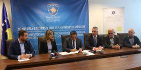 Ministri Matoshi nënshkruan Udhëzim Administrativ të Gjobave për hedhje të mbeturinave