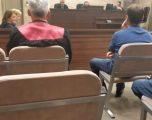 Prek fundin gjykimi i të akuzuarit se u prezantua rrejshëm si zyrtar i Komunës