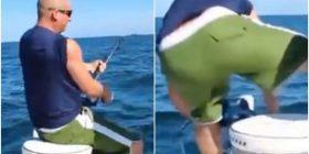 Peshkonte në Dakotën e Jugut, peshku gjigant që kishte rënë në grep e tërheq në ujë burrin (Video)
