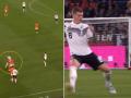 Mbrojtësi Matthijs de Ligt me një driblim ndaj Kroos në stilin e sulmuesit