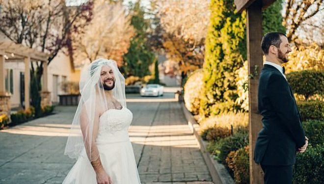 Dhëndri mbeti i habitur me shoqëruesin e tij që kishte veshur fustanin e nusërisë (Video)