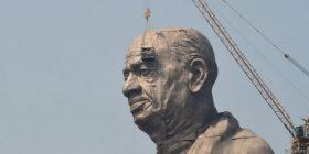 """Fermerët indianë të mllefosur me """"Statujën e Unitetit"""" për të cilën u shpenzuan 380 milionë euro (Video)"""