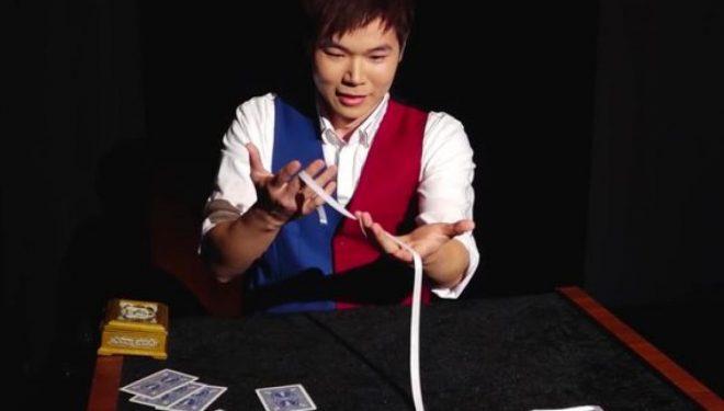 Fitoi çmimin e parë në Kampionatin e Magjisë, mahniti të gjithë me 'zhdukjen' e letrave (Video)