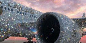 Aeroplani i kompanisë arabe i mbuluar prej diamanteve mahniti përdoruesit e internetit, por jo gjithçka është si duket (Foto)