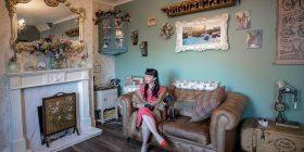 Biznesmenja shpenzoi rreth 85 mijë euro për ta 'vjetruar' shtëpinë (Foto)