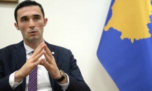 Ministri Shalamerr vendim për ndalimin e shitjes së mjeteve piroteknike për të miturit