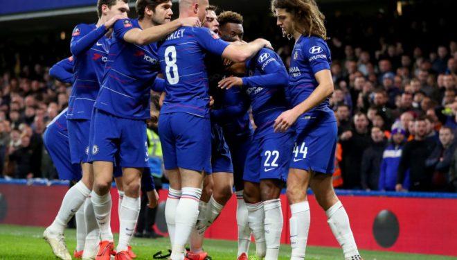 Chelsea synon fitoren e parë pas tri ndeshjeve në përpjekje për ta siguruan top katërshen