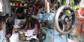 Rrëfimi i këpucëtarit turk i cili ka 17 vjet që ushtron zanatin e tij, në një hapësirë prej vetëm 1 metër katror (Foto)