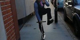 Shoferi tregon aftësitë akrobatike, në përpjekje të merr vlerësime maksimale nga pasagjerët (Video)