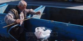 Jeta tronditëse e çiftit të moshuar shqiptar… ushqehen me atë që gjejnë në koshat e plehrave