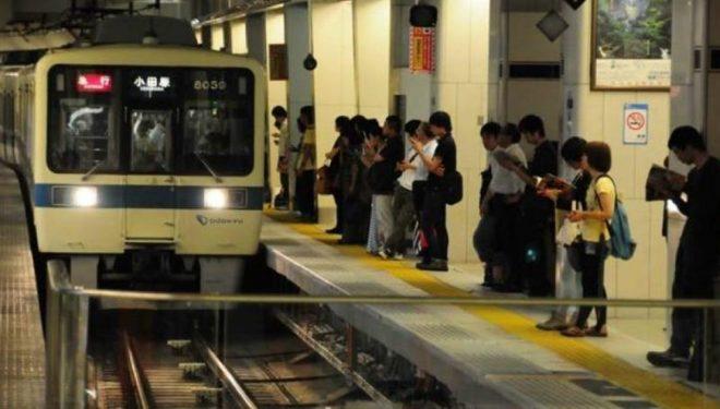 Tokio, shujtë falas për ato që shmangin tollovinë e mëngjesit në metro