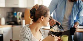 Si t'i hiqni kaloritë nga kafja e mëngjesit, 10 mënyra të thjeshta efektive