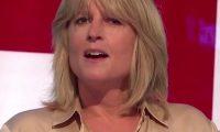Gazetarja heq bluzën gjatë transmetimit live në televizion (Video)