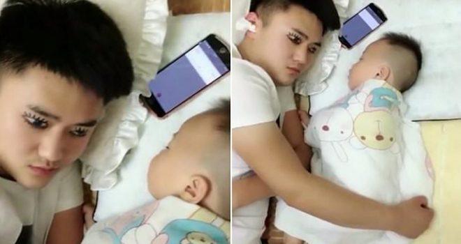 Për të bërë gjumë të rehatshëm, babai vizaton kapakët e syve që të duket i zgjuar para djalit (Video)