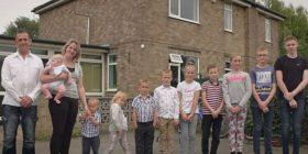 Për 17 vite martesë 10 fëmijë, njihuni me çiftin britanik që planifikojnë të zgjerojnë edhe më shumë familjen (Foto)