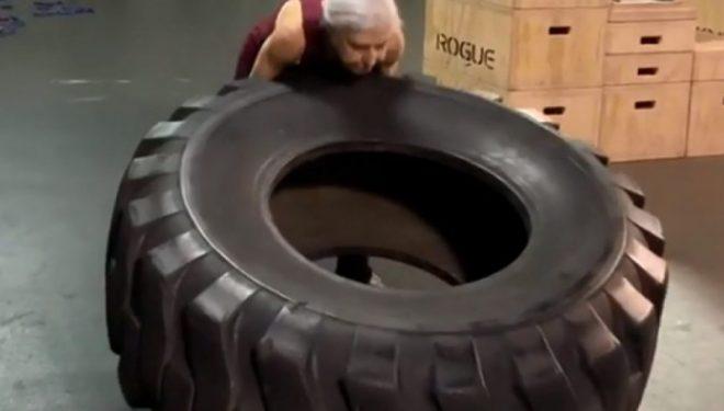 Ngrit pesha, bën pompa e vrapon çdo ditë – 72-vjeçarja që i habit edhe të rinjtë (Video)