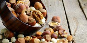 Shkencëtarët kanë zbuluar: Frutat arrore zvogëlojnë rrezikun nga sëmundjet e zemrës te diabetikët!