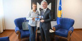Haradinaj: Flamuri i Kosovës po valon në majet më të larta botërore falë aplinistëve