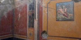 Arkeologët zbuluan afreskun e rrallë të Narcisit, në murin e një shtëpie në Pompei (Foto)