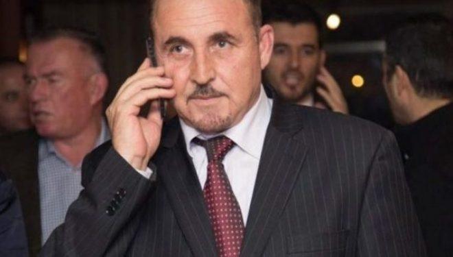 """Ministri Mustafa përfshihet në një incident në zyrën e tij, e pranon se është """"i ashpër"""""""