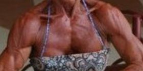 Gjyshja 65-vjeçare ndaloi plaçkitësin që po ndiqej nga policia (Foto)