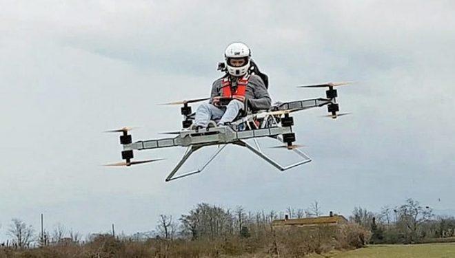 Manovroi me sukses fluturaken që e krijoi vet, lëvizi edhe në këndin prej 180 shkallësh (Video)