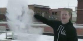 Në Chicago bën aq ftohtë, sa që uji i nxehtë ngrin në pak çaste (Video)