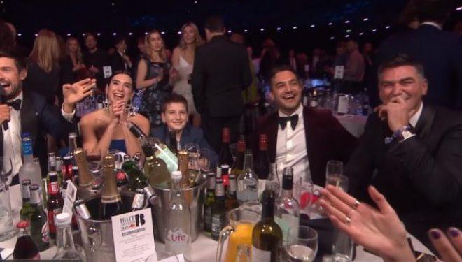 """Dukagjin Lipa pranon komplimente për veshjen në """"Brit Awards"""""""