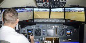 Ndërtoi një simulator të fluturimit brenda në shtëpi, mund të mendoni se vërtet jeni në aeroplan (Foto)