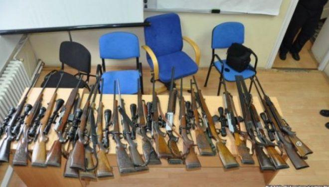 Kështu realizohet trafiku i armëve në Shqipëri