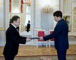 Ambasadori i Kosovës në Hungari, Shpend Kallaba, i dorëzon Letrat Kredenciale presidentit Áder