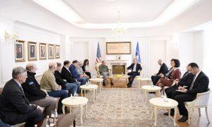 Thaçi takohet me senatorë e kongresistë amerikanë, i thonë se po punojnë ta ndalin agresionin rus në rajon