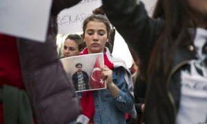 Komisioni hetimor s'ka kujt t'ia paraqesë raportin për dëbimin e shtetasve turq