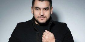 Faton Isufi, po shquhet si njëri nga këngëtarët që ia thotë këngës me plot ritmin e zemrës