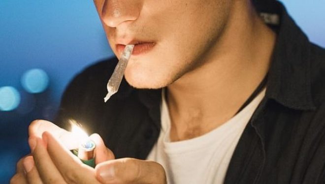 Konsumimi i kanabisit si tinejxher/e, shkakton depresion më vonë